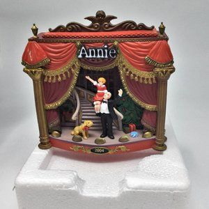 ANNIE Musical Light Up Ornament Heirloom 6th 2004